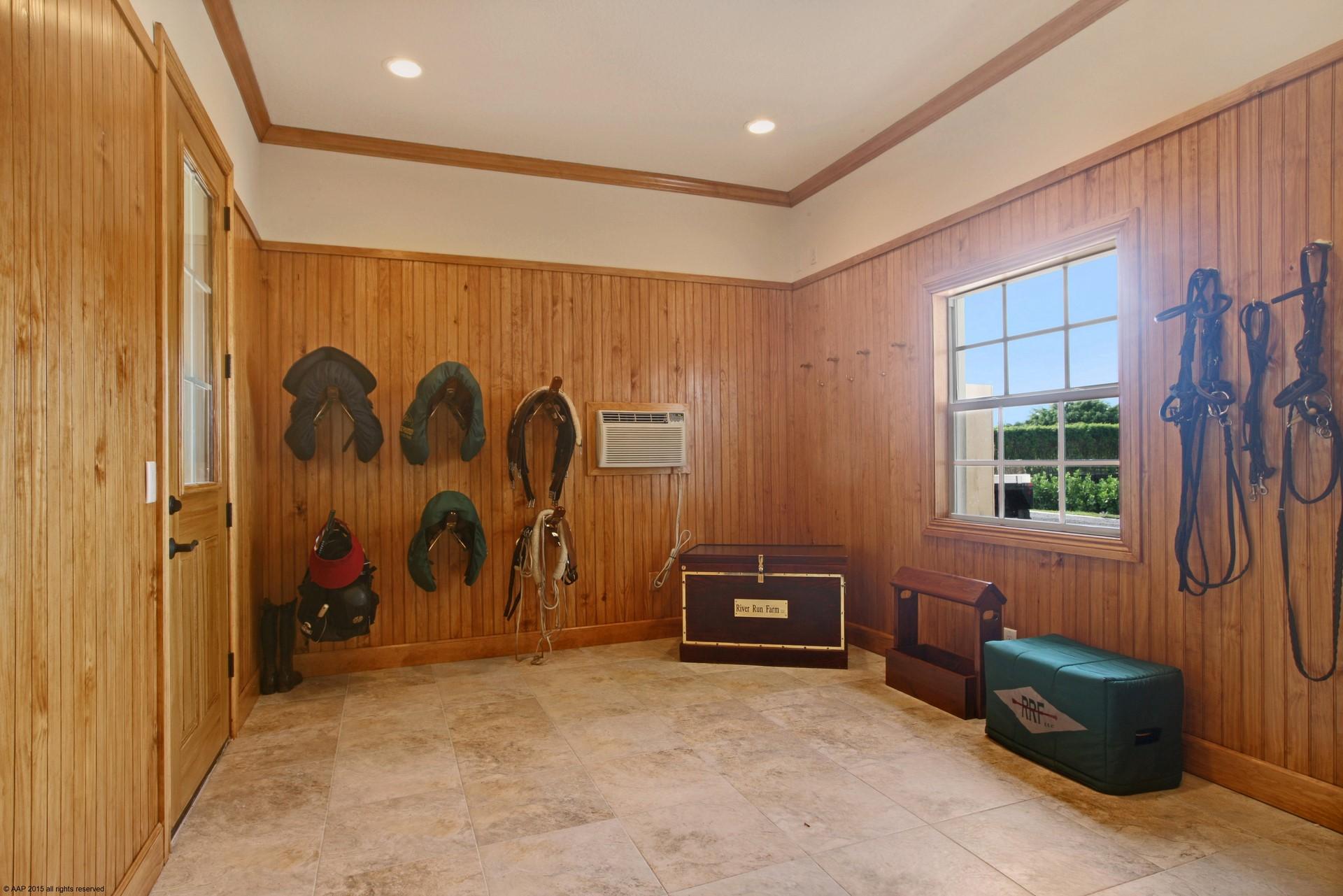 3 Bedrooms Bedrooms, ,1 BathroomBathrooms,Stall Rental,For Rent,1035