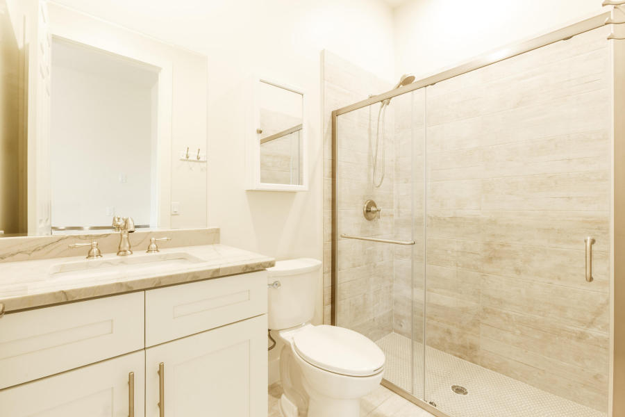 1 BathroomBathrooms,Stall Rental,For Rent,1017