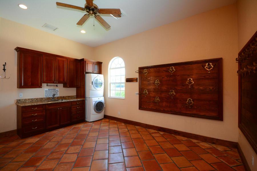 3 BathroomsBathrooms,Barn,For Rent,1025